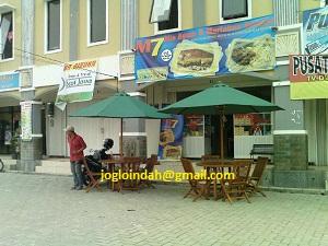 Set Meja Payung di outlet Mie Ayam M7 Depok