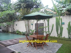 Set Meja Payung Taman di Perumahan Kemang Jaya Kemang Jakarta Selatan