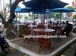 Set Meja Payung Cafe untuk Indomaret Conv. Supomo Tebet Jakarta Selatan