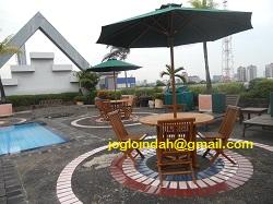 Set Meja Payung untuk Kolam Renang Kemang Apartment Jakarta Selatan