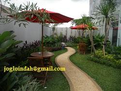 Meja Payung Taman di Kantor Pemasaran Apartemen Kemangview Bekasi