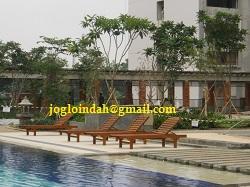 Kursi Kolam Renang (Sun Lounger) di kolam renang Apartemen Kalibata City Jakarta Selatan