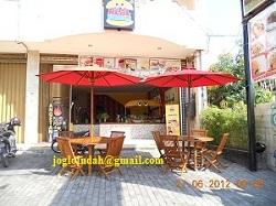 Meja Payung Cafe untuk di Real Burger Yogyakarta