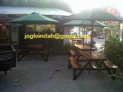 Bangku Payung Taman Lipat di Restoran Thailand Pucket Noodle Yogyakarta