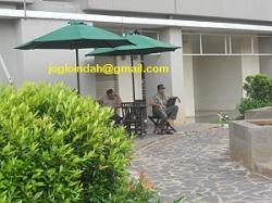 Meja Payung Taman di area Rendezvous Apartemen Sunter Parkview Jakarta Utara