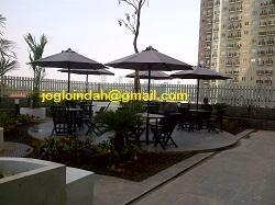 Set Meja Payung untuk area kolam renang Tower E apartemen Puri Parkview Meruya Jakarta Barat