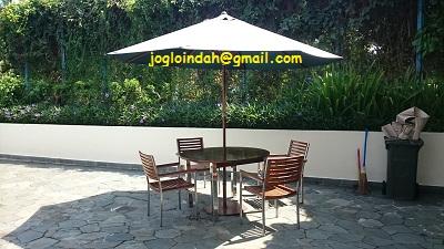 Set Meja Payung untuk Kolam Renang R Hotel Rancamaya Ciawi Bogor