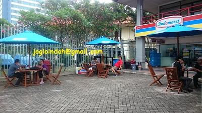 Set Meja Payung untuk toko Indomaret di Jakarta Fair Kemayoran Jakarta