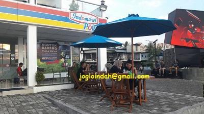 Set Meja Payung untuk gerai Indomaret Point Megamas Manado