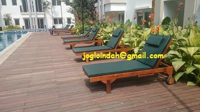 Kursi Kolam Renang Kayu Jati untuk Apartemen Signature Park Grande Jakarta Timur