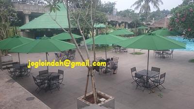Meja Payung di Kolam Renang Serenia Mansion Club Karang Tengah Lebak Bulus Jakarta Selatan