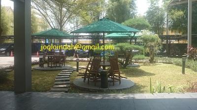 Meja Payung Taman di Apartemen Sentra Timur Pulo Gebang Jakarta Timur
