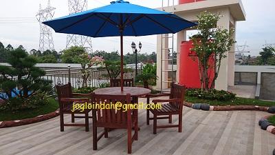 Meja Payung untuk Taman Belakang Rumah di Balaraja