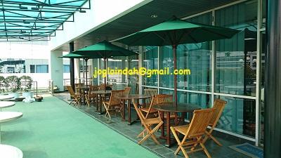 Meja Payung di Gedung Aswata Building Rasuna Said Kuningan Jakarta