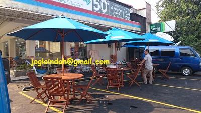 Meja Payung untuk Toko Indomaret Fresh Cempaka Putih Jakarta Pusat