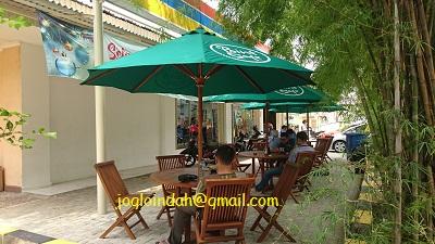 Meja Payung Kafe untuk Toko Indomaret Kawasan JIEP Pulo Gadung Jakarta Timur