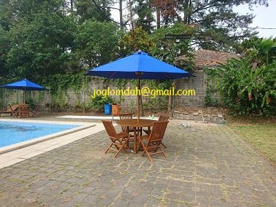 Set Meja Payung untuk Rumah Datar Cipayung Jaya Puncak Bogor