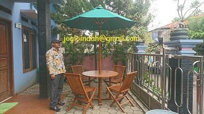 Set Meja Payung untuk Halaman Rumah di Pancoran Mas Depok