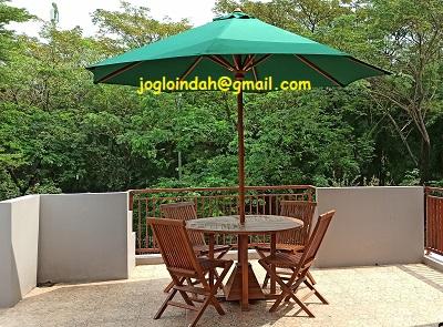 Set Meja Payung untuk balkon rumah di Residence One Serpong