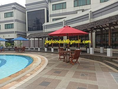 Set Meja Payung dikolam renang Asuka Hotel MM2100 Cikarang