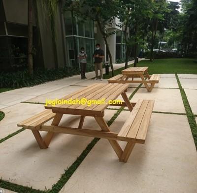 Set Meja Makan Kebun untuk Apartemen 1 Park Residences Gandaria Jakarta Selatan